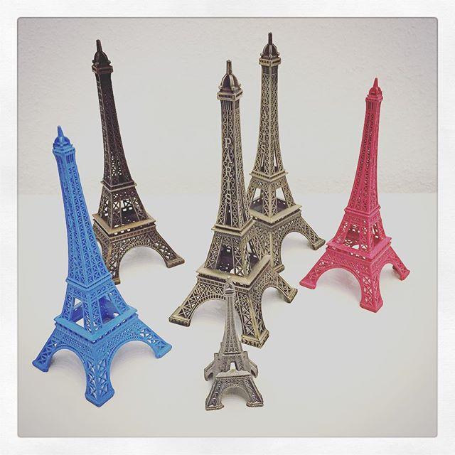 Wenn ihr mal nach #Paris fahrt, dieses Souvenir hätten wir schon...