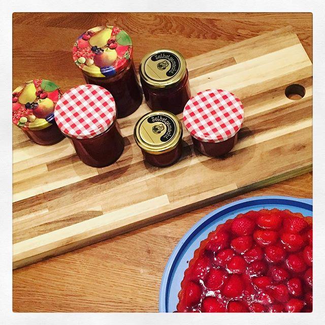 Was man halt so macht, wenn man alleine zuhause ist... #Erdbeeren
