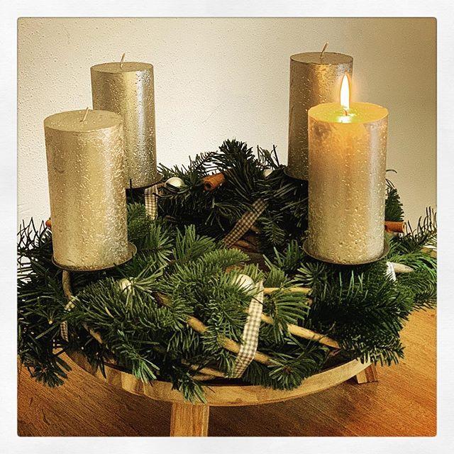 Wir sagen euch an den lieben #Advent Sehet, die erste Kerze brennt! Wir sagen euch an eine heilige Zeit. Machet dem Herrn den Weg bereit! Freut euch, ihr Christen! Freuet euch sehr. Schon ist nahe der Herr. ?